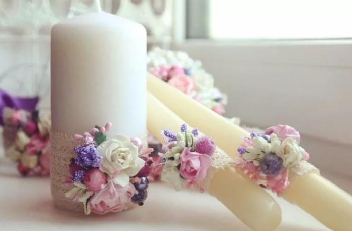Украшение свечей цветами