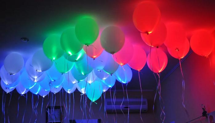 Светодиодные шары на потолке