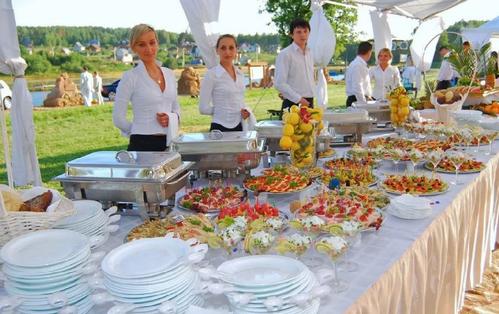 Организация фуршета на свадьбе, примерное меню