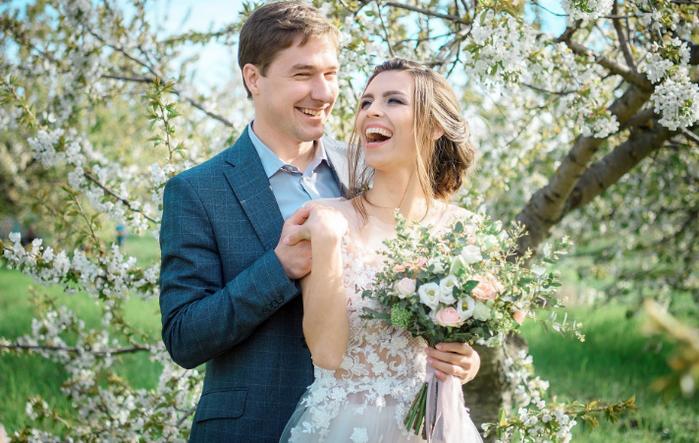 свадьба в цветущем саду