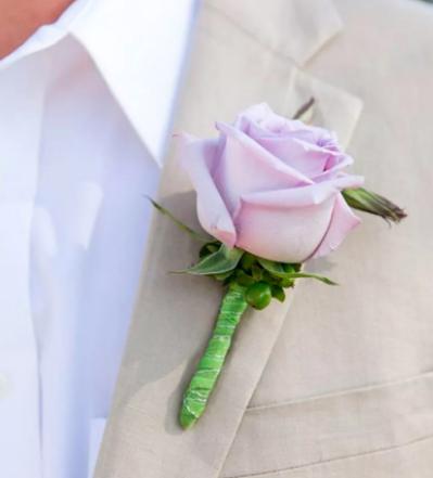 Бутоньерка в виде розы