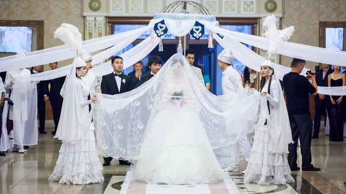 вход невесты в свадебный зал