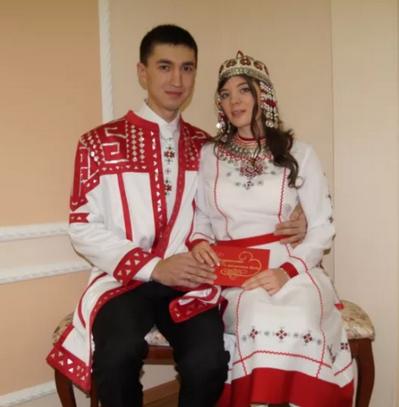 чуваши в народных костюмах
