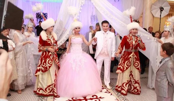 жених и невеста в Кыргызстане