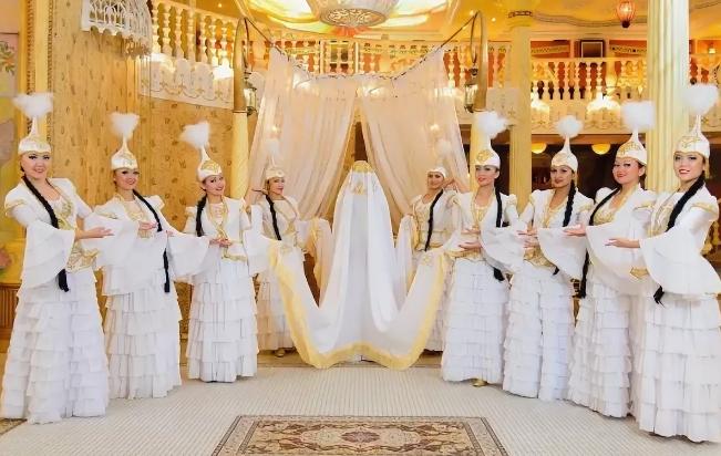 свадебный зал и наряды