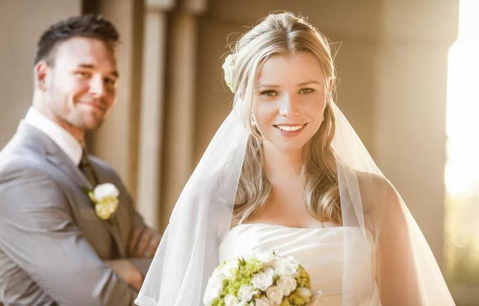 довольная невеста