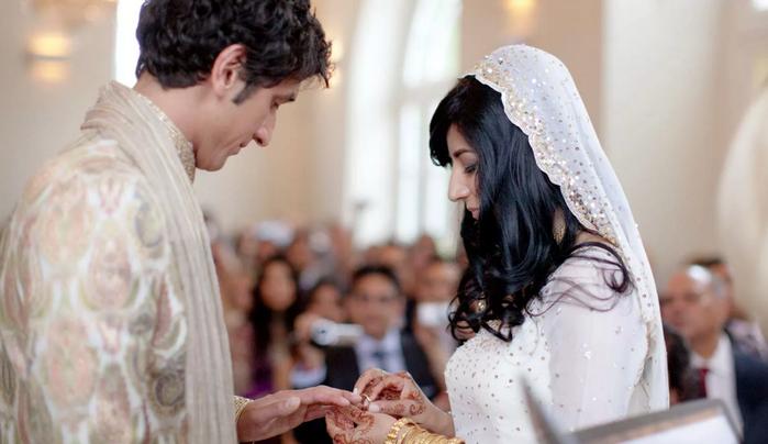 надевание свадебных колец