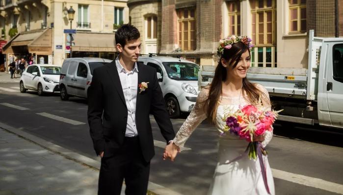 невеста ведёт жениха