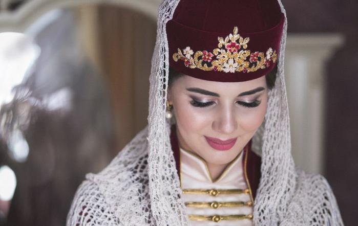 смущённая невеста