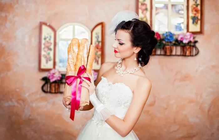 невеста с французской булкой