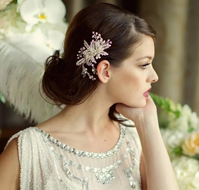 свадебный гребень в волосах