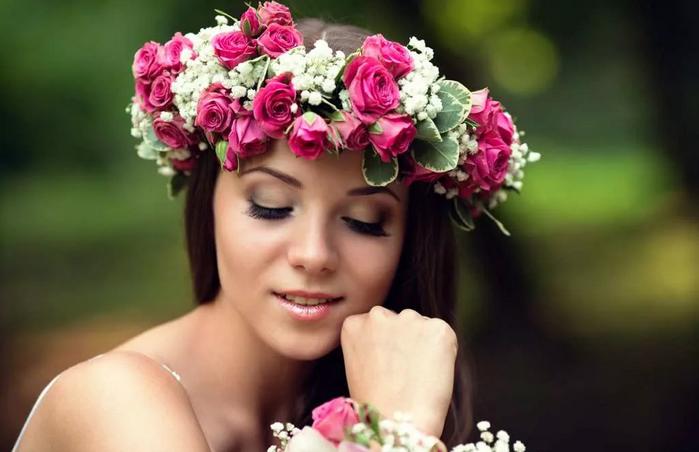 Венок из пышных цветов