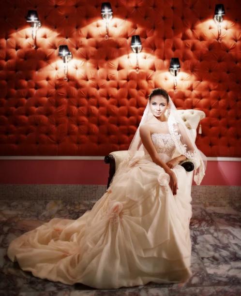 Ляйсан Утяшева в свадебном платье