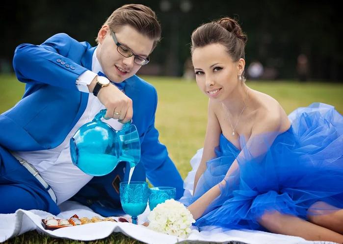 жених и невеста в синем
