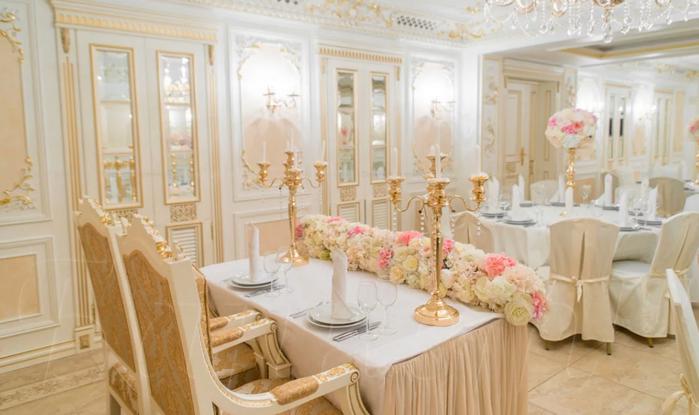 свадебный зал в золотом цвете