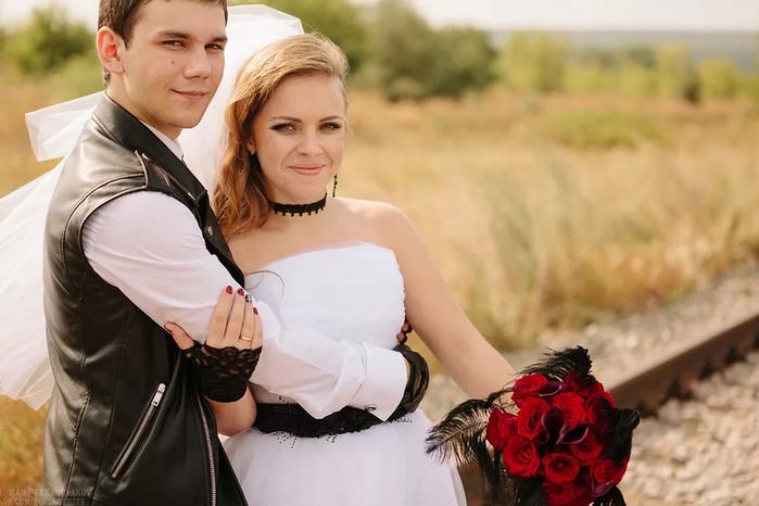 жених и невеста в рок стиле