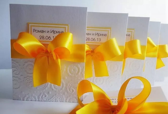 пригласительные билеты с жёлтой повязкой