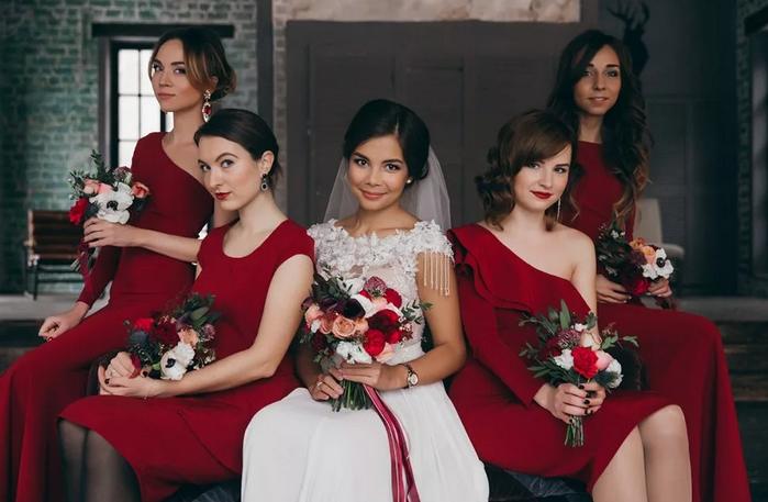 невеста в бордовом