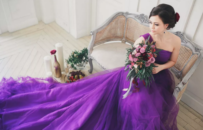 невеста в сиреневом платье