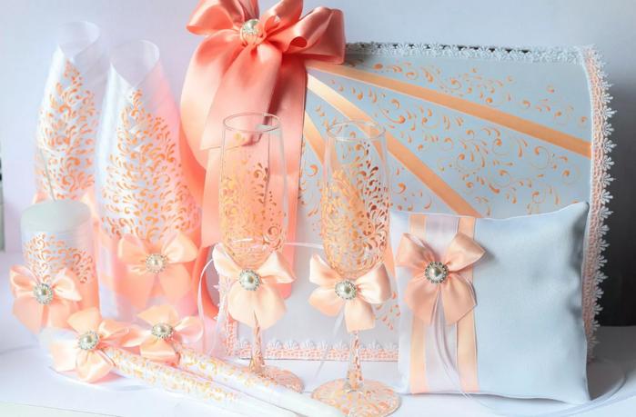 аксессуары в персиковом цвете
