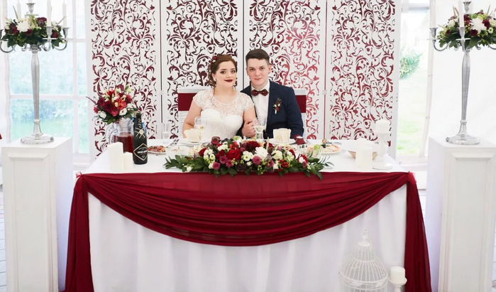 свадебный стол молодожёнов