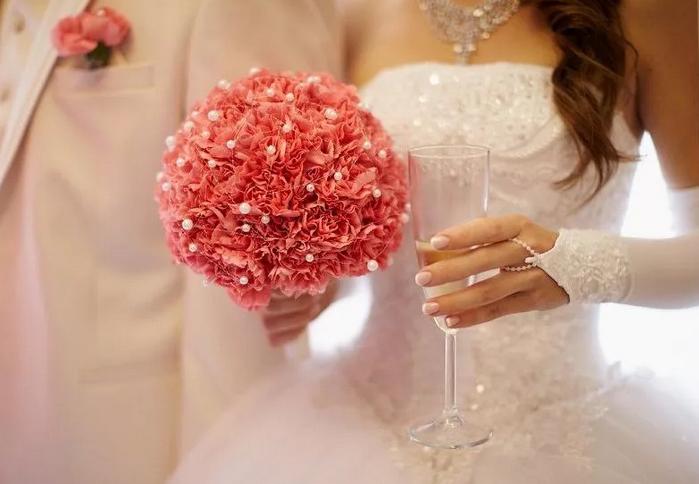коралловый свадебный букет