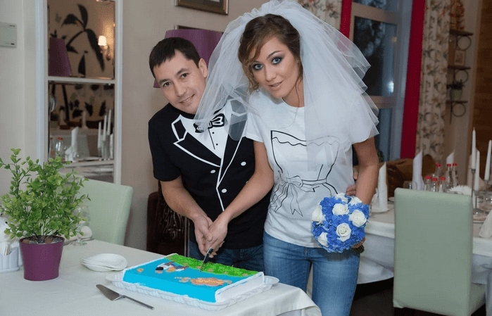 резка торта на годовщину