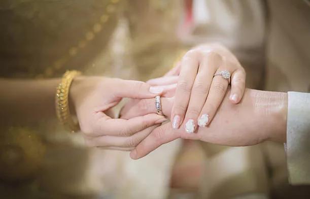 на какой руке носят обручальное кольцо корейцы