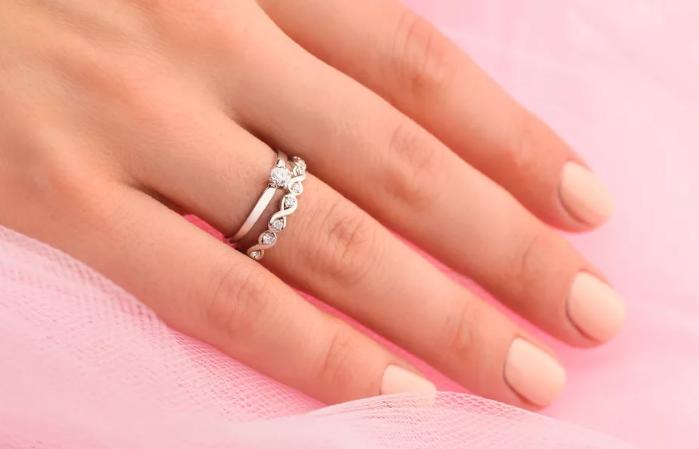 ношу помолвочное кольцо