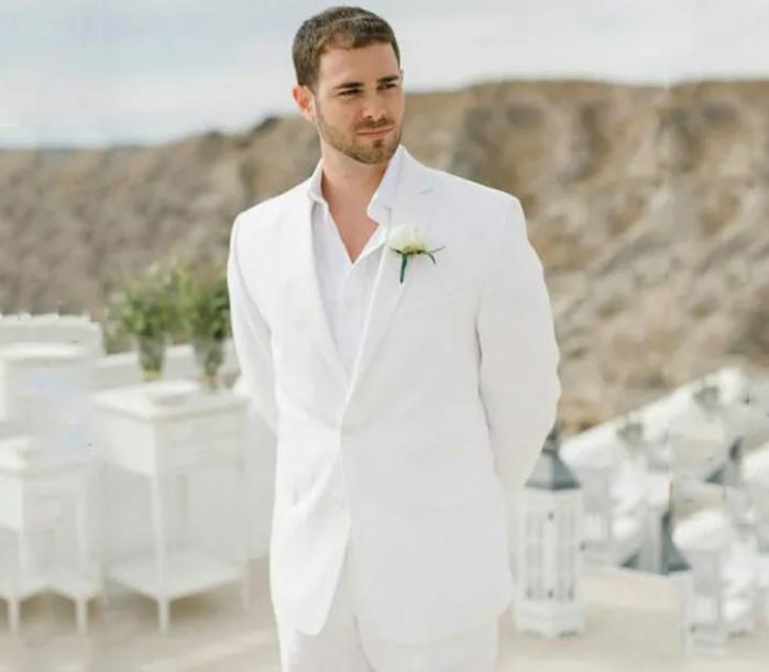 красивый жених на свадьбе