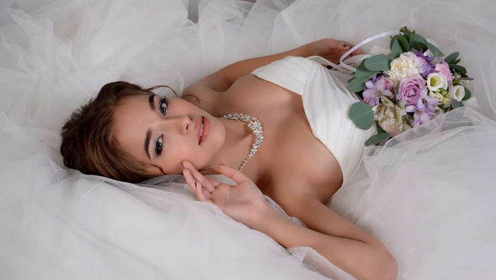 невеста на брачном ложе